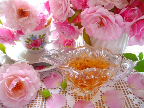 Cottage Garden Rose-Petal Syrup (Sweetened Rose Water)