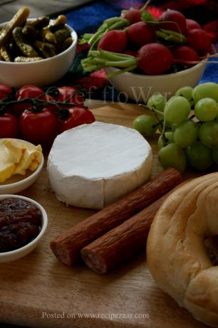 An Indoor Camembert Picnic Platter for Parties and Fêtes!