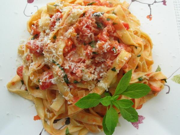 Fettuccini With Spicy Tomato Cream Sauce
