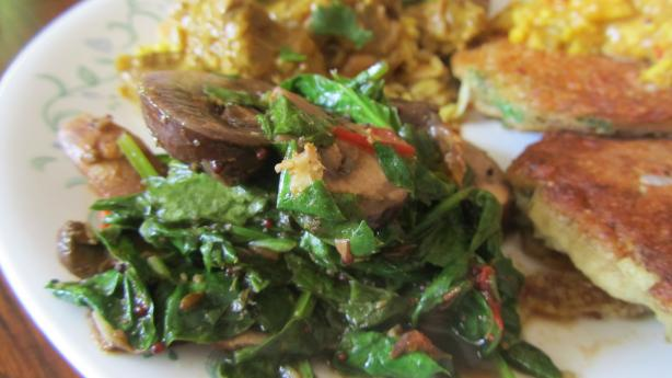 Leafy Greens Curry With Mushrooms (Vegan)