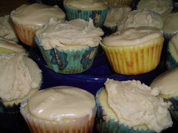 Vanilla Cupcakes W/ Yummy Penuche Glaze