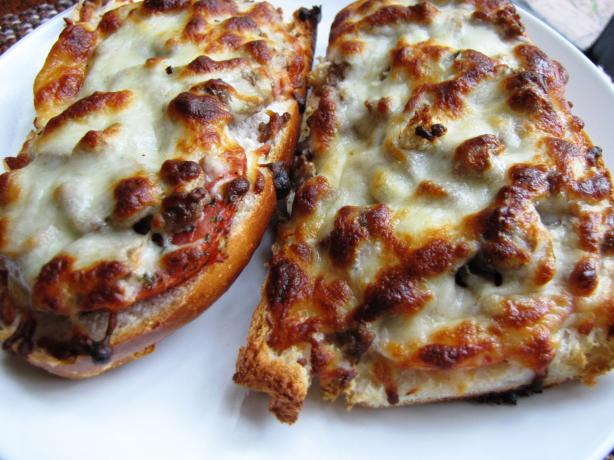 Hamburger-Mushroom Bread Pizza