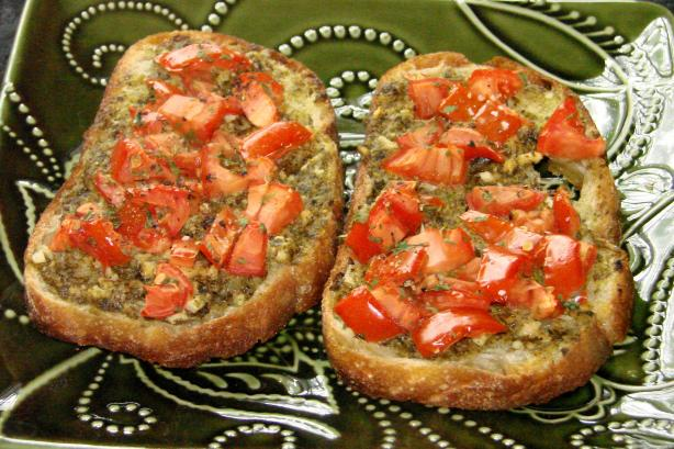 Bea's Pesto Bruschetta