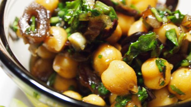 Summery Garbanzo Bean Salad (Vegan Friendly)