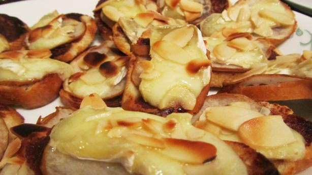 Alouette Baby Brie Toasts With Pear and Chocolate Wine Sauce