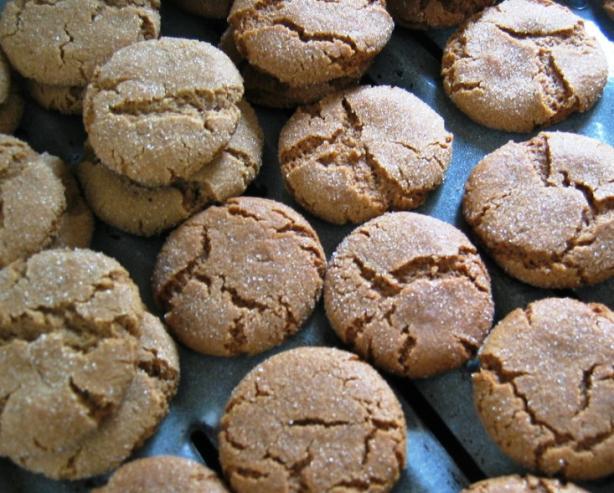 Spicy Molasses Crinkle Cookies