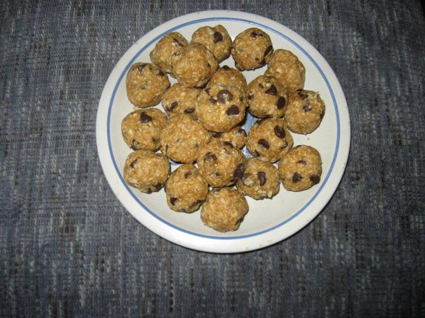 """Peanut Butter Chocolate Chip """"Raw"""" Cookies"""