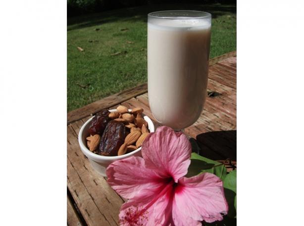 Almond Milk (Vegan, Raw, Gluten Free)