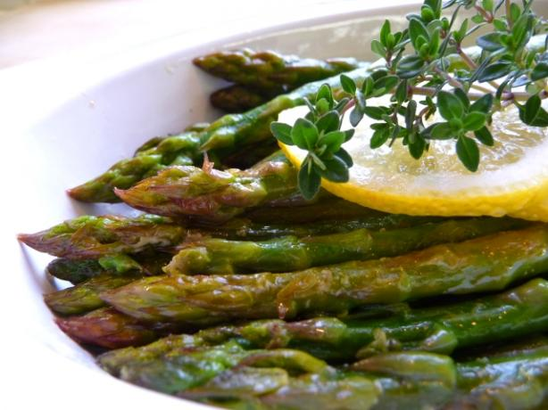 Lemony Fresh Asparagus With Thyme