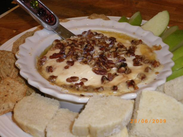 Baked Brie with Caramelized Pecans