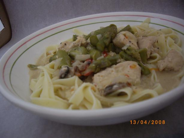 Fettuccini With Asparagus and Garlicky Chicken