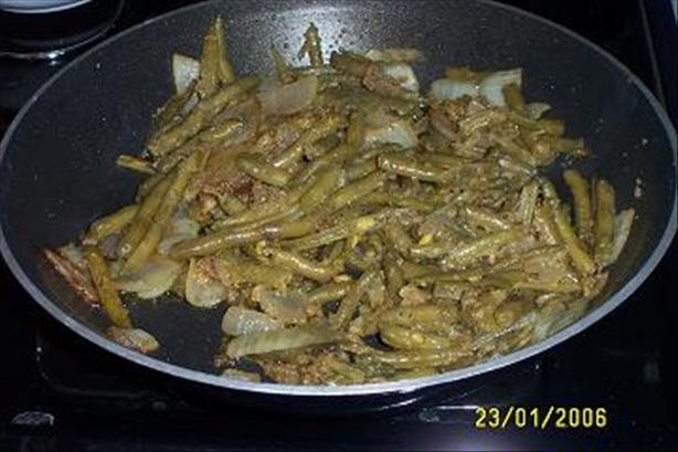 Green Beans Sautéed With Onions and Bread Crumbs