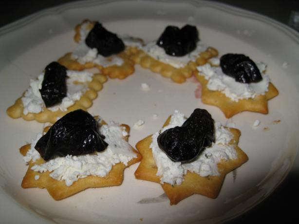 Goat Cheese & Dates Crackers
