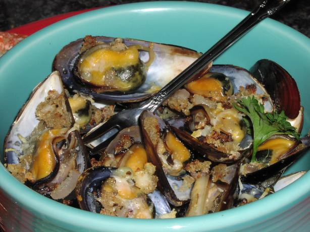 Broiled Garlic Mussels (Moules Gratiees )