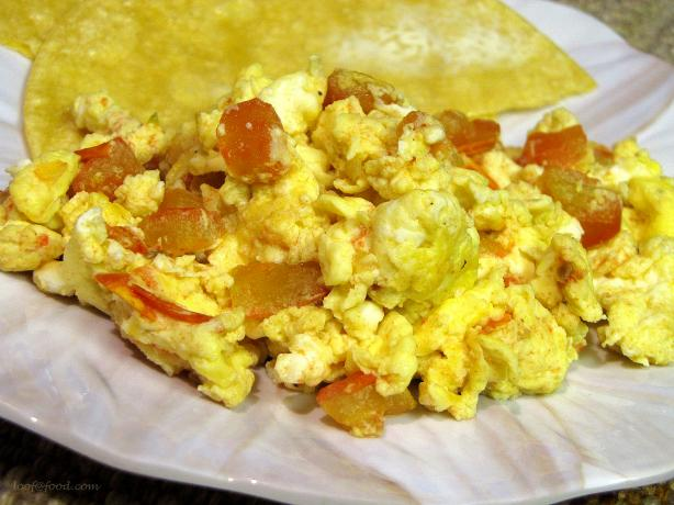 Huevos Pericos (Colombian Scrambled Eggs)