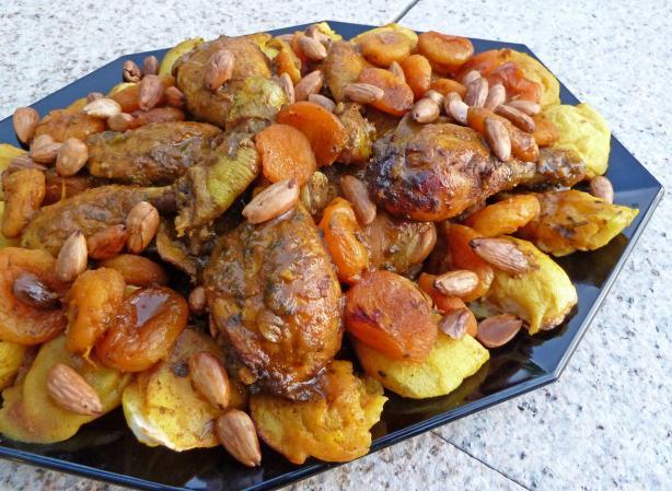 Tagine De Poulet Aux Abricots Et Aux Amandes-Chicken Apricots Al