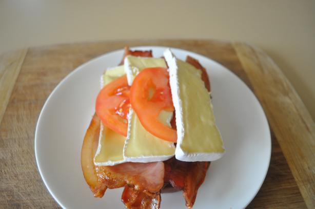 Bacon, Tomato, Camembert Sandwich - Smorrebrod