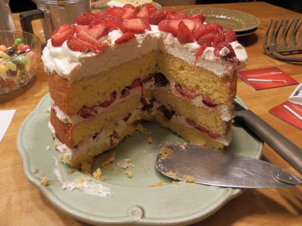 Strawberry Yum Yum Cake