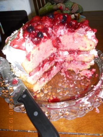 Triple Berry Cake W/Yellow & Strawberry Cake