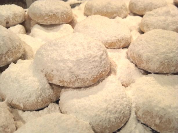 Kourambiedes (A Greek Christmas Cookie)