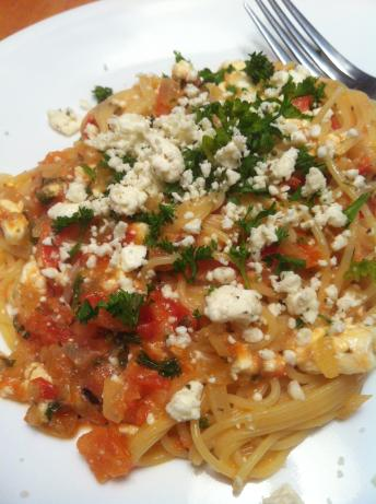 Mediterranean Spaghetti With Tomatoes and Feta