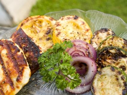 Grilled Halloumi Appetizer Salad