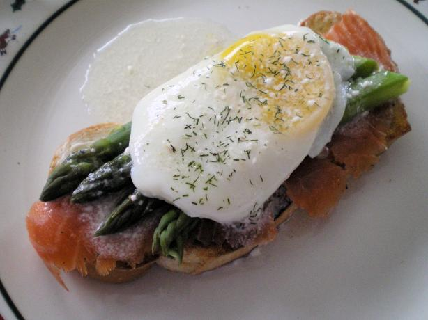 Smoked Salmon With Poached Eggs and Asparagus