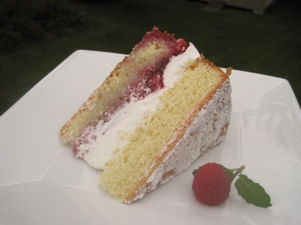 Victoria Sponge (Cake)