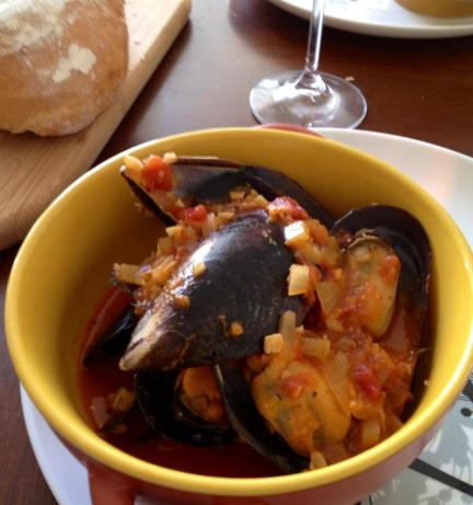 Mussels in Garlic, Tomato and White Wine