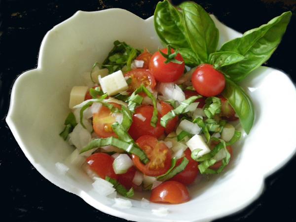 Vidalia Onion, Tomato and Basil Salad