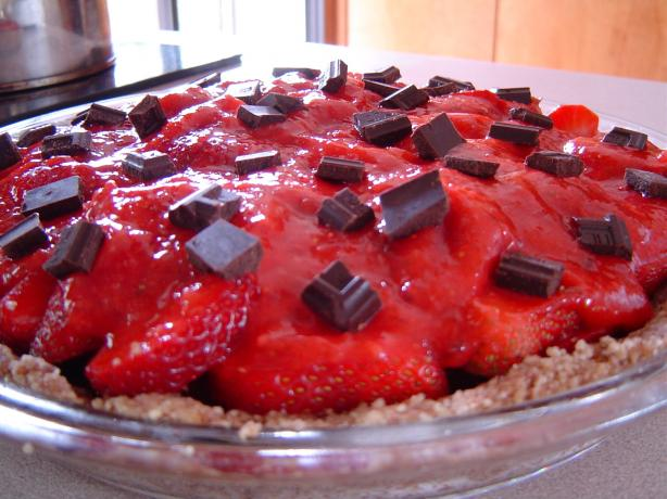 No-Bake Strawberry Pie With Chocolate Chunks
