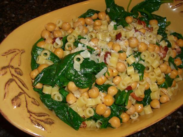 Pasta With Spinach, Chickpeas, and Bacon