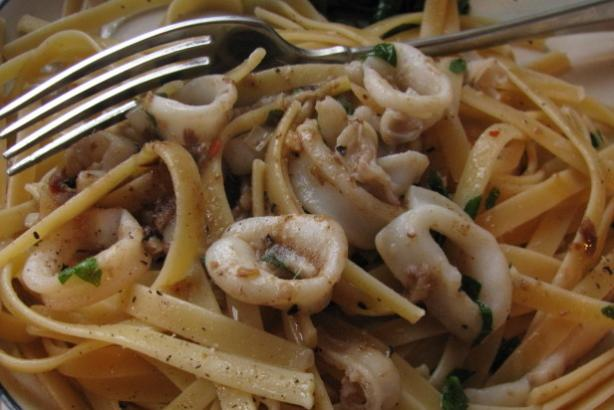 Linguine With Calamari and Garlic