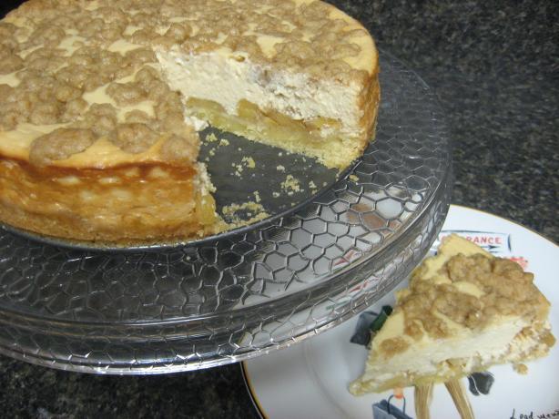 Apple Streusel Cheesecake