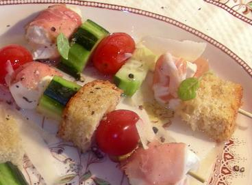 Mozzarella, Prosciutto and Tomato Skewers, Super Easy!