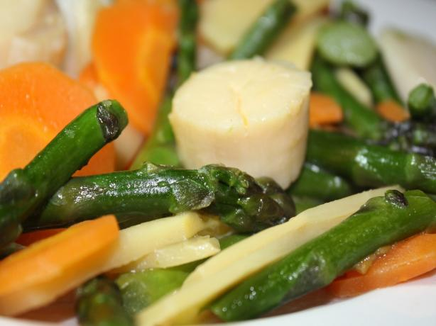 Stir-Fried Scallops With Asparagus