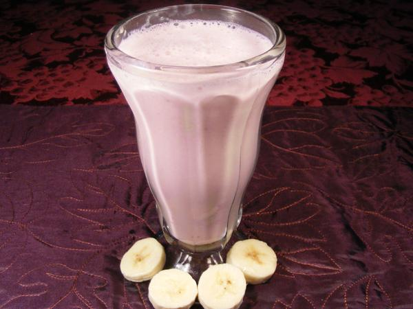 Easy Strawberry & Banana Milkshake