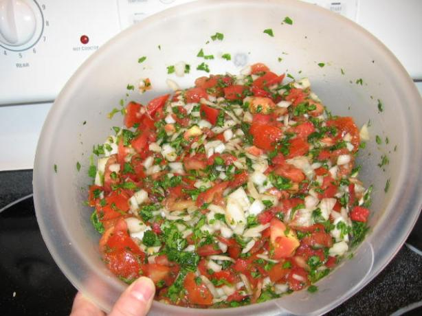 Pico de Gallo (Fresh Salsa / Salsa Cruda)