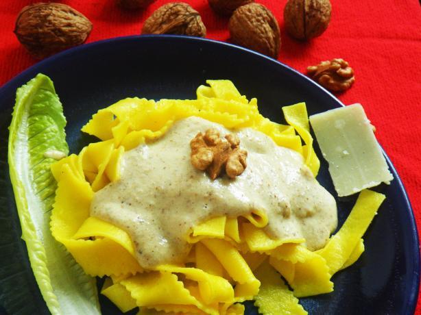 Walnut Sauce for Noodles (Salsa Alle Noci)