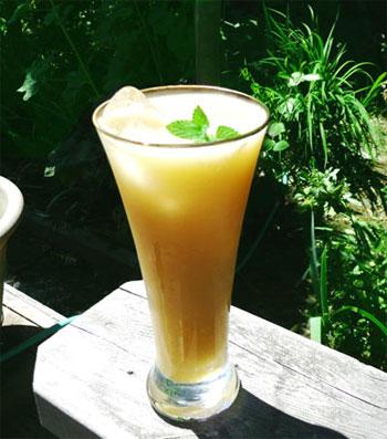 Pear-Ginger Lemonade