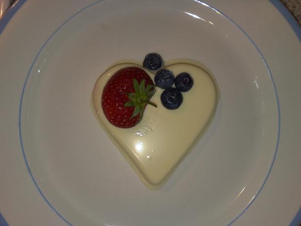 Vanilla White Chocolate Panna Cotta With Strawberries