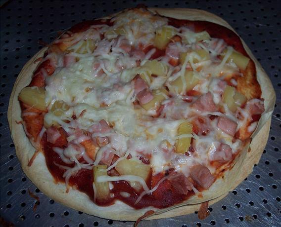 Cheese-stuffed Hawaiian Pizza