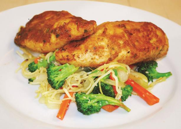 Quick and Easy Juicy Garlic Chicken With Veggie Stir Fry