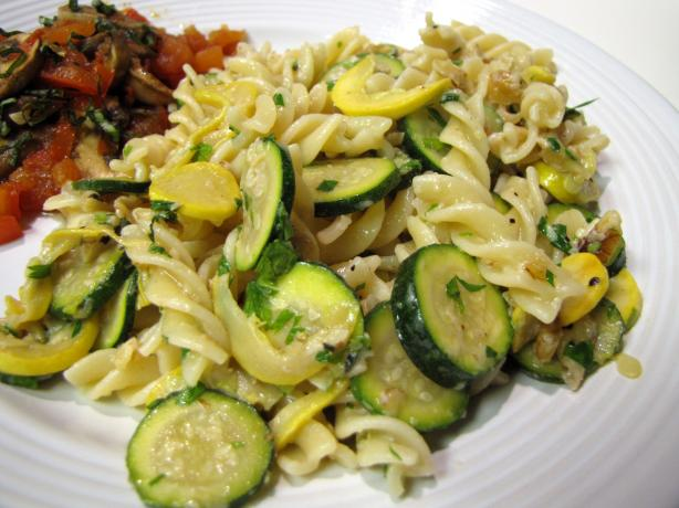Pasta With Courgette and Walnut Sauce