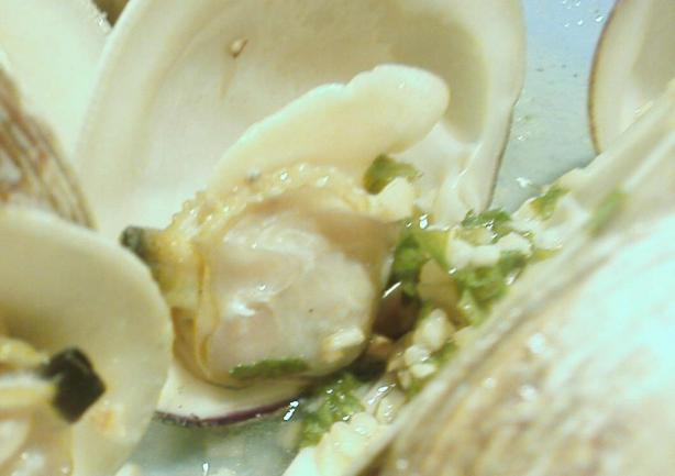 Grilled Clams With Garlicky White Wine Sauce