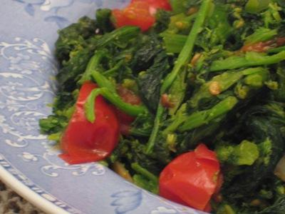 Broccoli Rabe With Garlic, Tomatoes, and Red Pepper