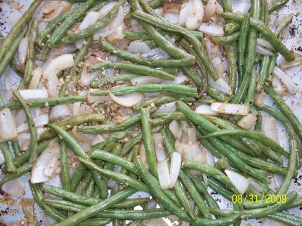 Roasted Green Beans With Garlic and Onions