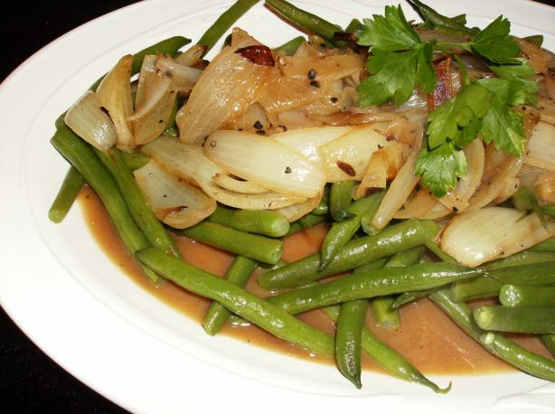 Green Beans With Roasted Onions