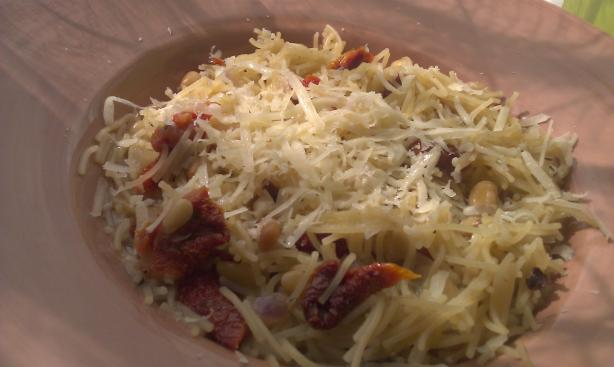 Pasta With Sun-Dried Tomatoes and Pine Nuts