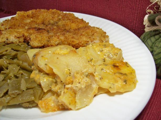 Crock Pot Cheddar Scalloped Potatoes